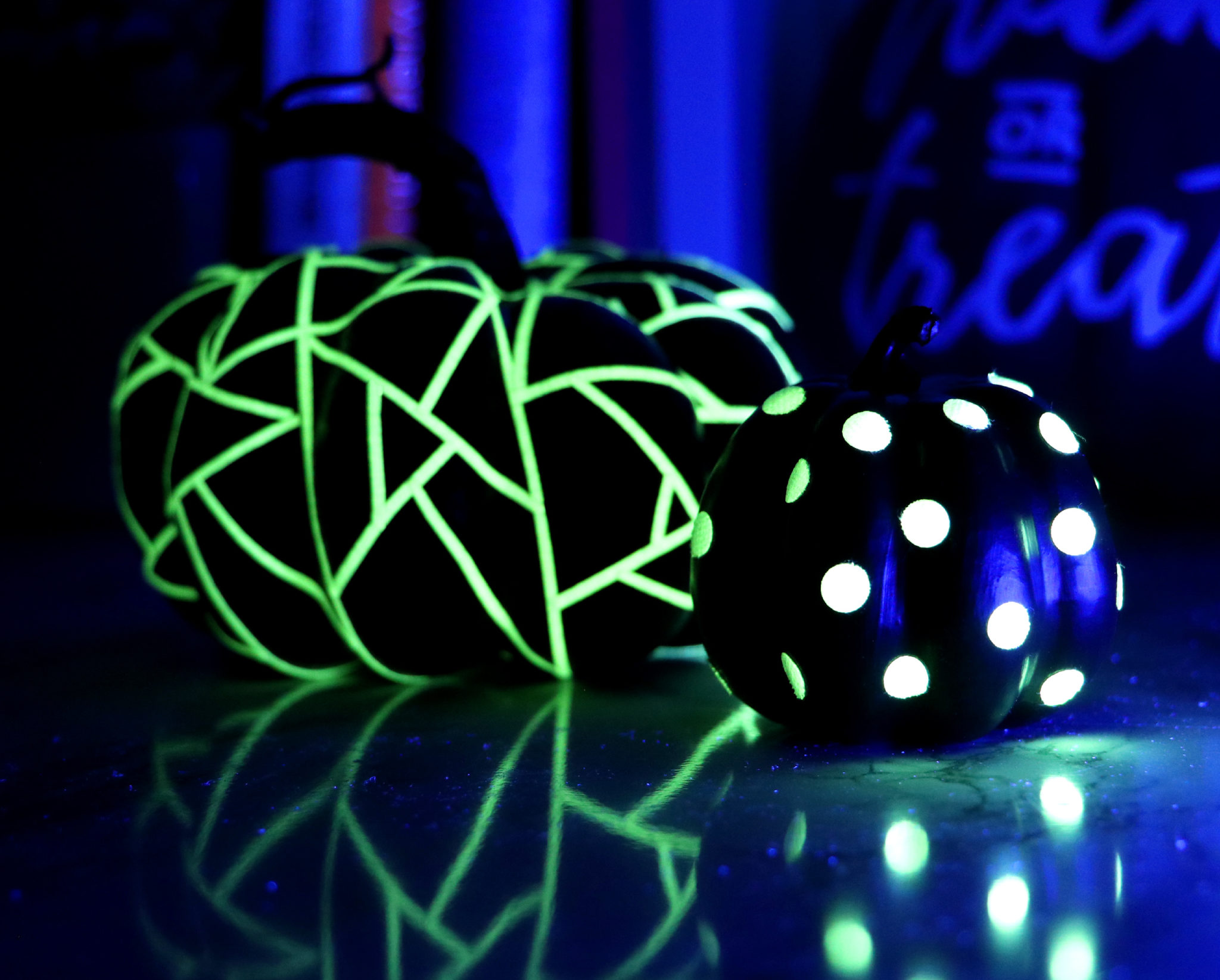 glow_pumpkin_dark_both